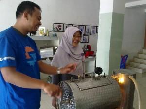 Merawat mesin vakum frying